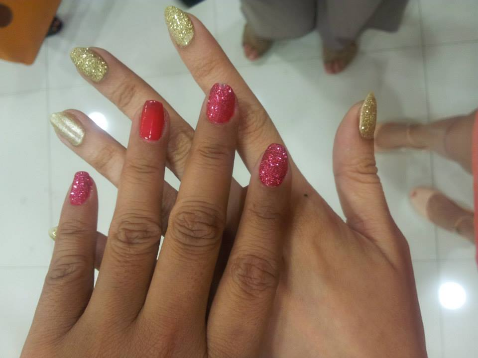 bys glitter nails